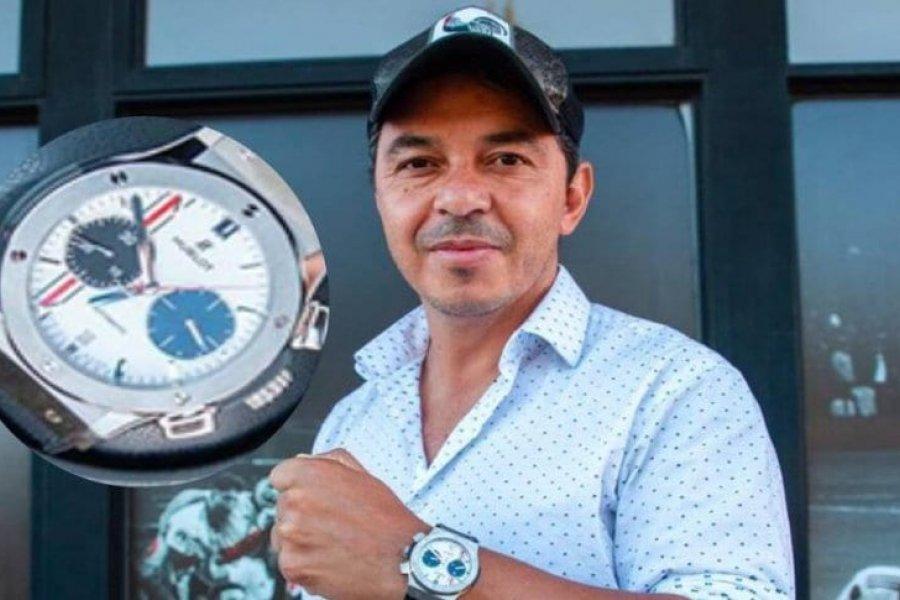 Gallardo y el reloj que recuerda la final con Boca en Madrid