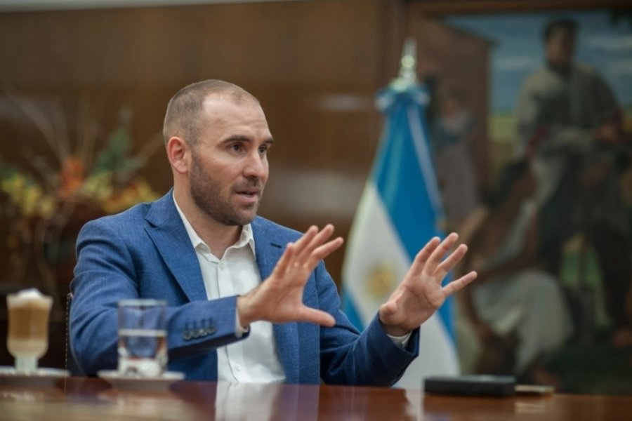 """Guzmán cruzó a Macri y aclaró que el Gobierno """"no está tomando deuda en dólares"""""""