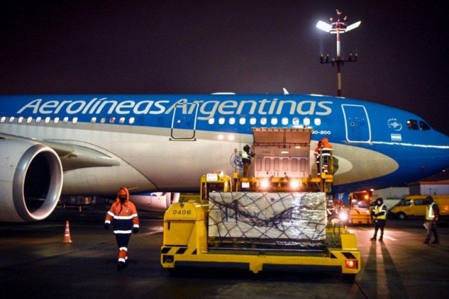 Aterrizó en Moscú el avión de Aerolíneas que traerá una nueva partida de Sputnik V