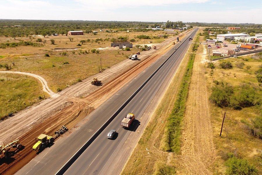 Avanza con duplicación de calzada, colectoras y pasos sobre nivel en la Autovía de Corrientes