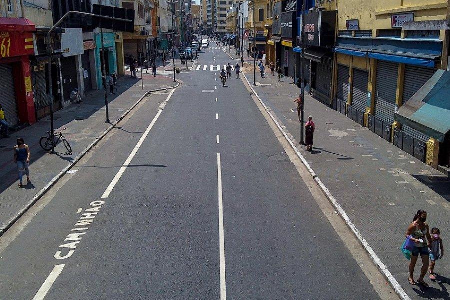 Las nuevas cepas detectadas en Brasil profundizan las restricciones para la región