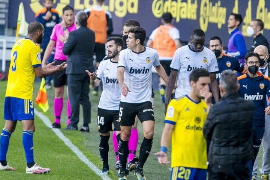 Los jugadores de Valencia abandonaron el campo de juego por un insulto racista
