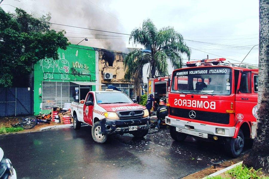 Voraz incendio consumió un local céntrico de Ituzaingó