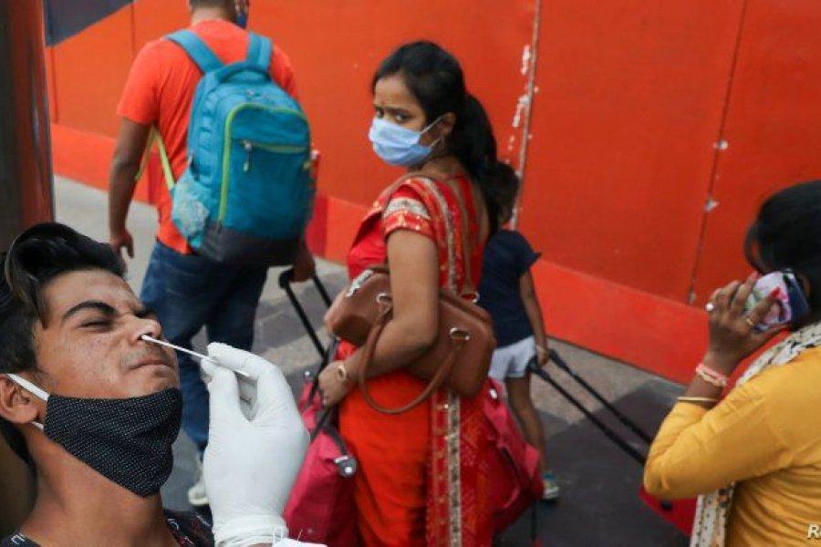 India registró un récord de 115.000 casos diarios y endurece las restricciones