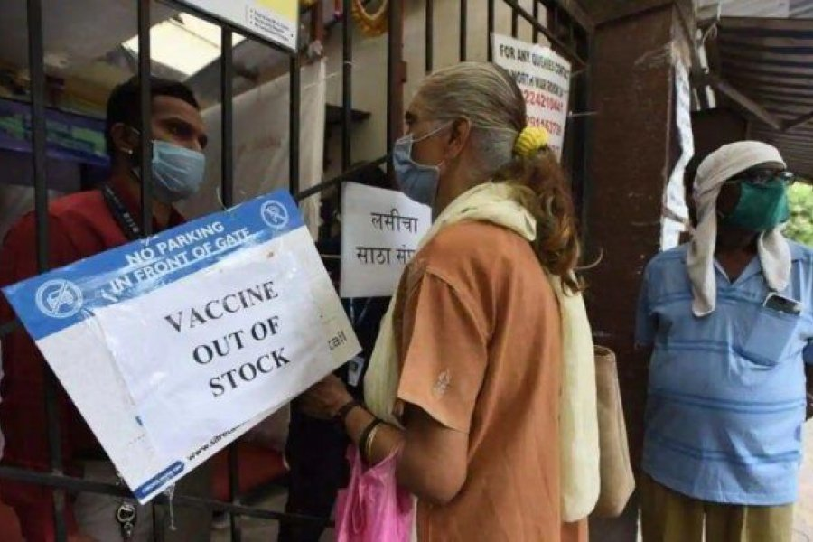 India se queda sin vacunas para su población mientras bate otro récord de contagios