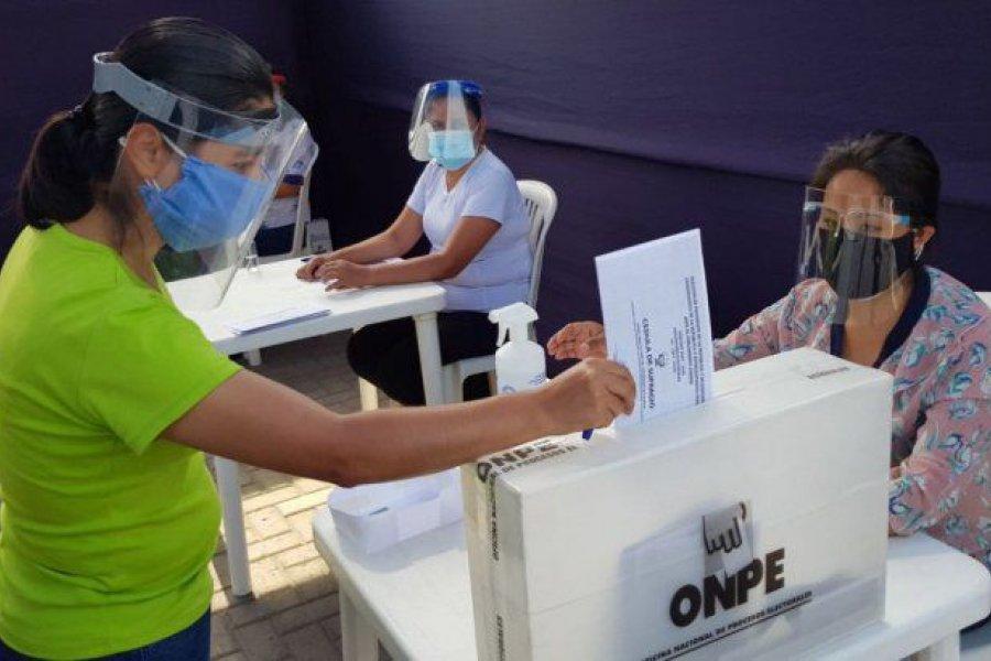 Vota Perú en las presidenciales más abiertas de su historia