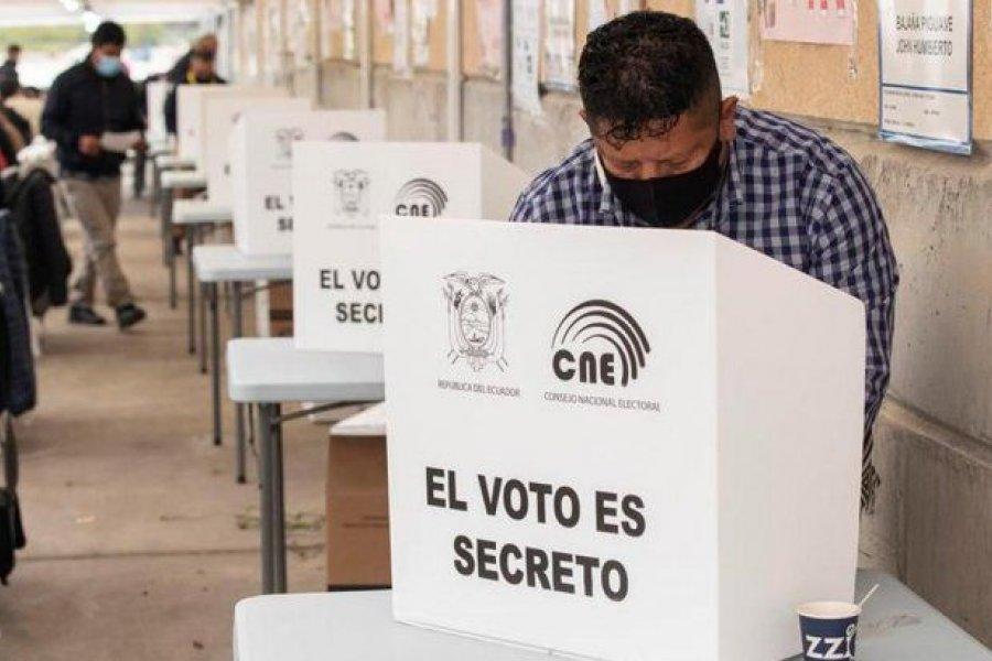 Ecuador elige a su próximo presidente entre Andrés Arauz y Guillermo Lasso