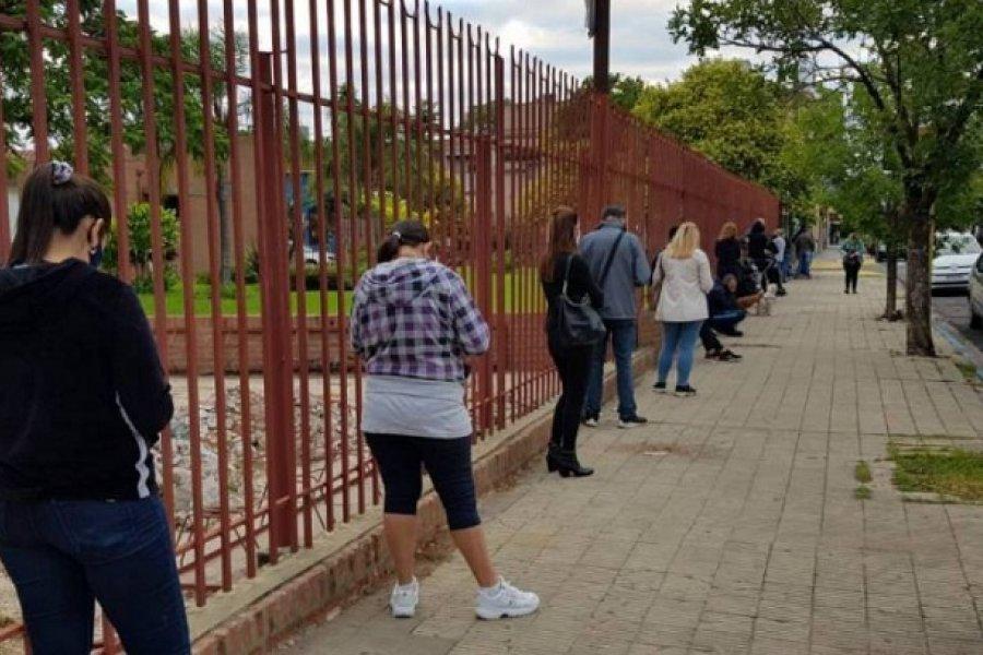 Largas filas para acceder al hisopado muestran la realidad del Covid en Corrientes