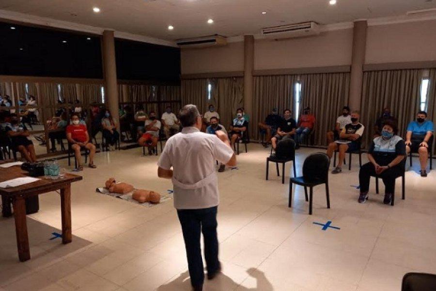 Regatas capacitó a su personal en primeros auxilios