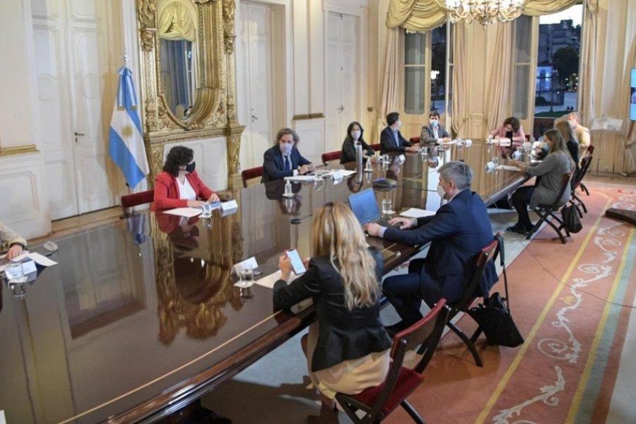 Cafiero recibió al comité de expertos, que pidió medidas más restrictivas de circulación