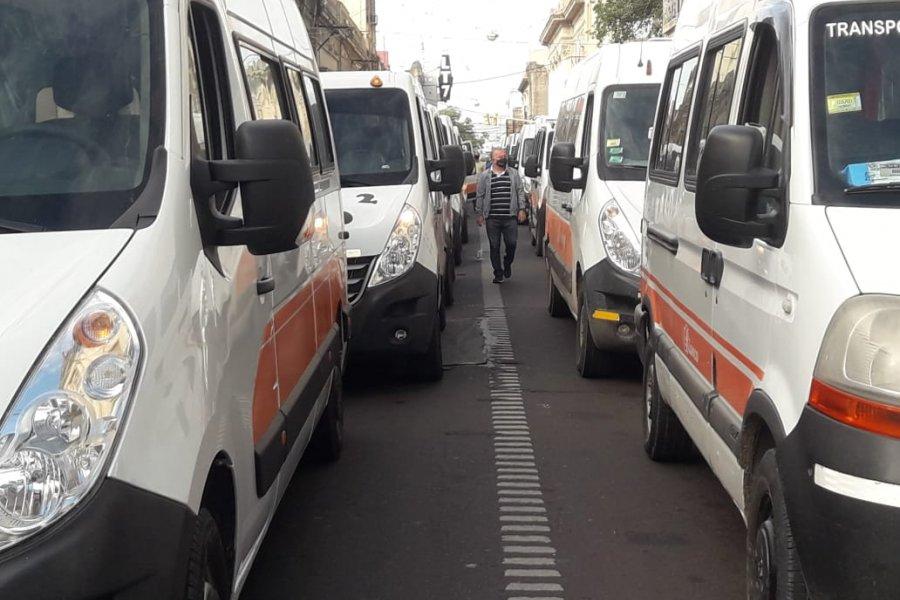 Transportistas escolares reclamaron asistencia económica