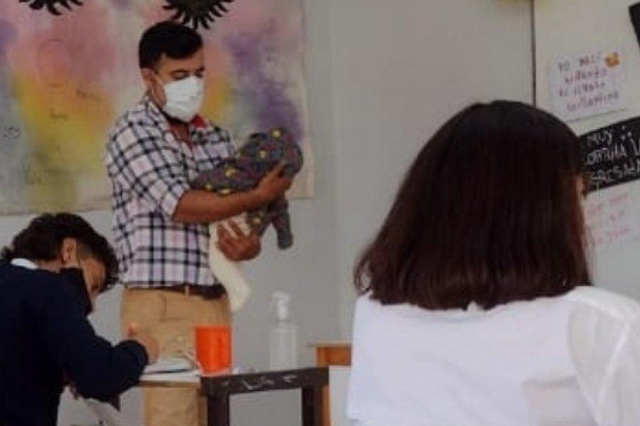 Paraje Derqui: Profesor cuidó al bebé de una alumna para que pudiera estudiar