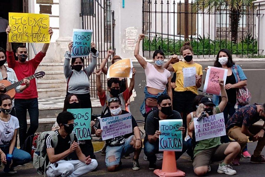 Artistas reclamaron frente a la Municipalidad poder trabajar