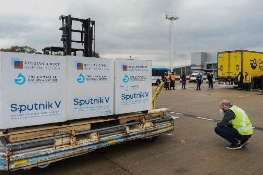 Parte un nuevo vuelo de Aerolíneas Argentinas a Moscú para buscar más Sputnik V