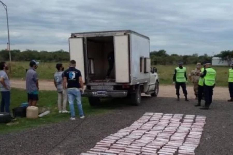 Pareja de Paso de la Patria detenida con más de 300 kilos de marihuana
