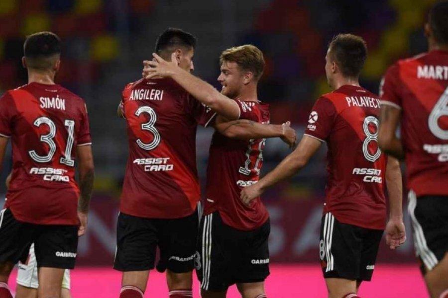 River goleó a Central Córdoba y se aferra a la clasificación