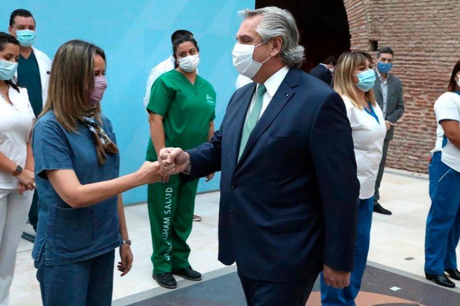 El Presidente anunció un bono de $ 6.500 durante tres meses para el personal de salud