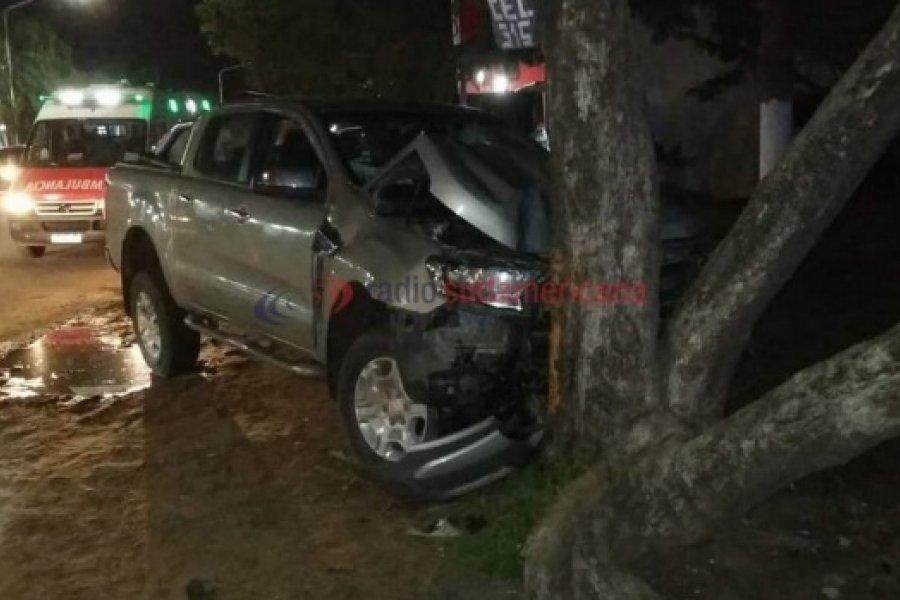 Ruta 12: Camioneta chocó a una combi, despistó y terminó contra un árbol