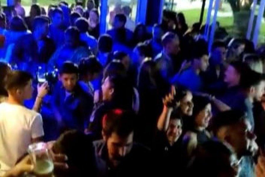 Multitudinaria fiesta clandestina en un bar de Esquina