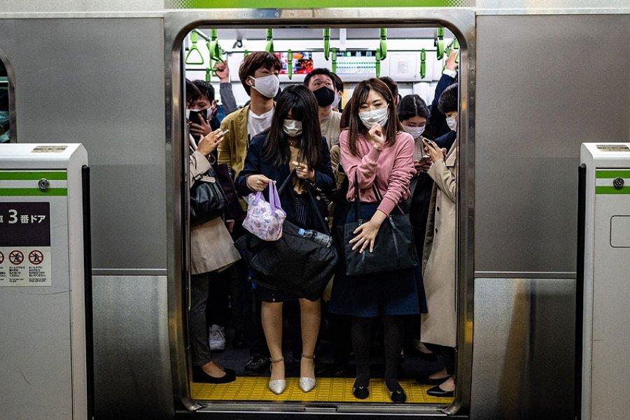Japón inicia dos semanas de restricciones, a punto de superar las 10.000 muertes