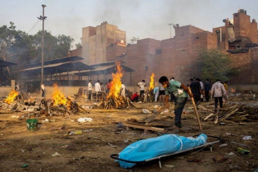 Catástrofe humanitaria en India: Cremaciones masivas en las calles