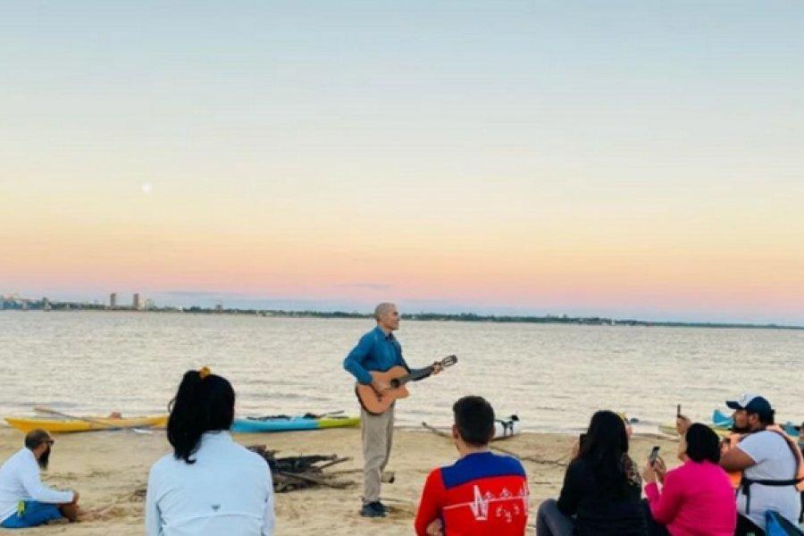 Luna llena: Desde Barranqueras remaron para cantar frente al puente