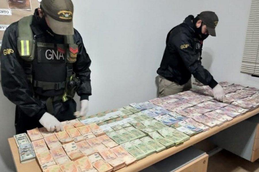 Incautan 5 millones de pesos y 15 mil dólares sin aval legal en control vial de Entre Ríos