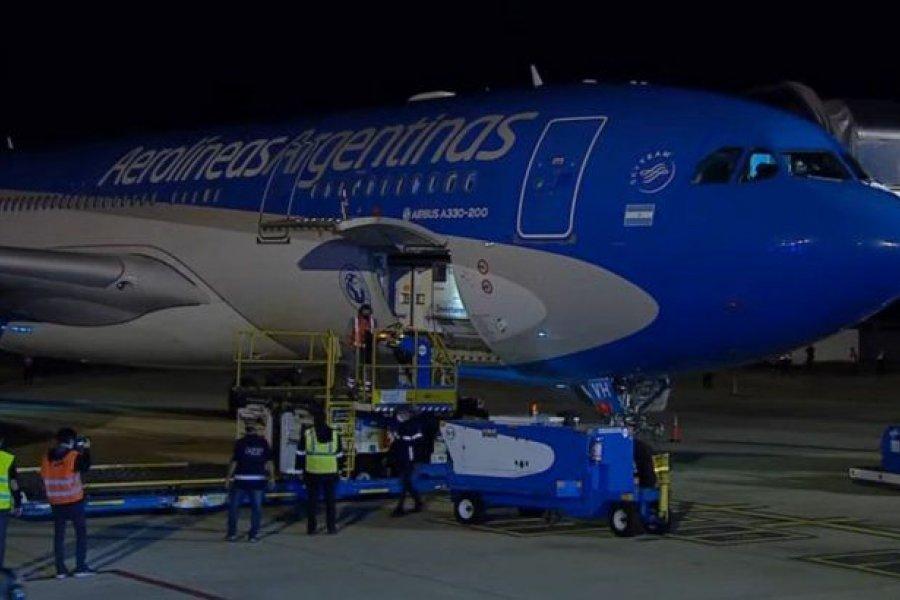 Alberto Fernández recibió el vuelo que trajo un millón de vacunas de Sinopharm