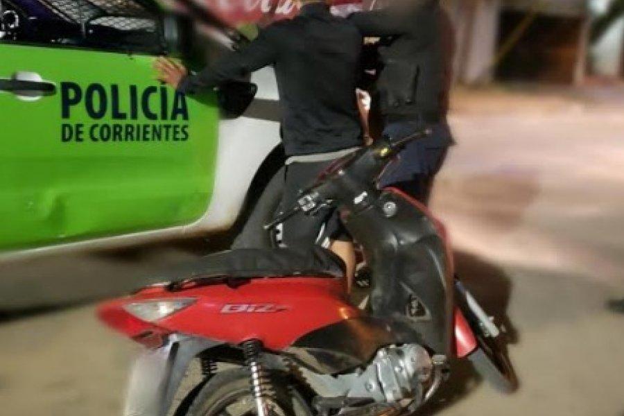 Demoraron a dos sujetos que transitaban en una moto robada