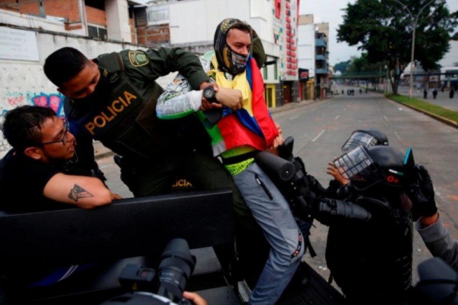 Al menos 19 muertos y 846 heridos en seis días de masivas protestas en Colombia