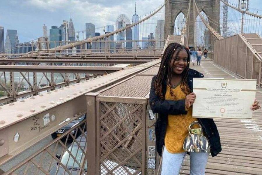 Nació en Haití, estudió en la UNNE y ahora vive en EEUU