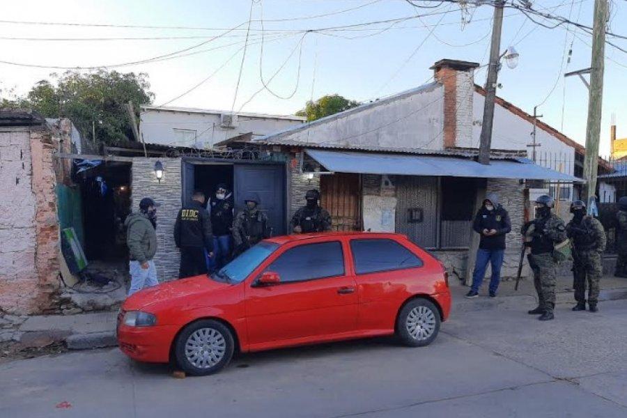La Policía allanó una casa y detuvo a un hombre que era buscado