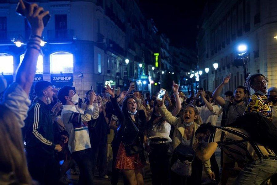 Festejos y descontrol en España por el fin del estado de excepción por coronavirus