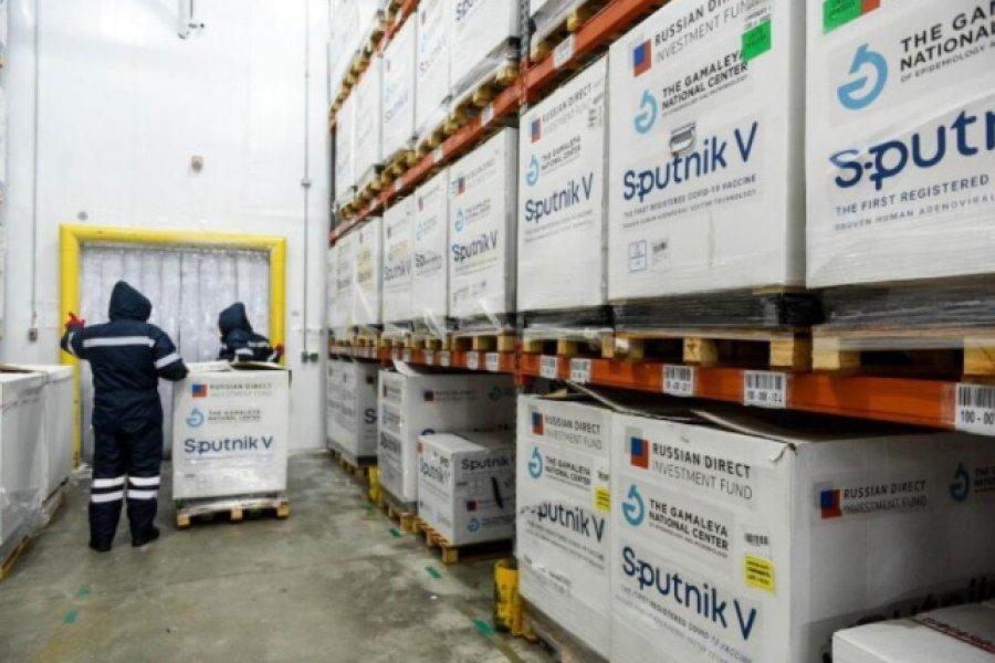Parte un nuevo vuelo a Moscú en busca de más vacunas
