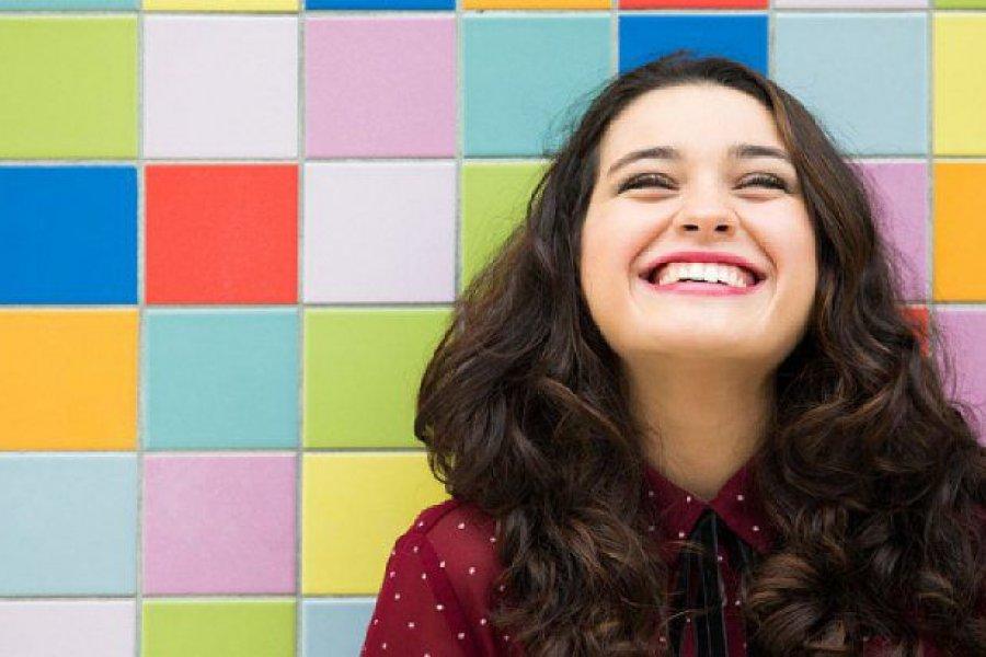 Por qué la risa nos hace sentir bien y ¡nos acerca a los demás!