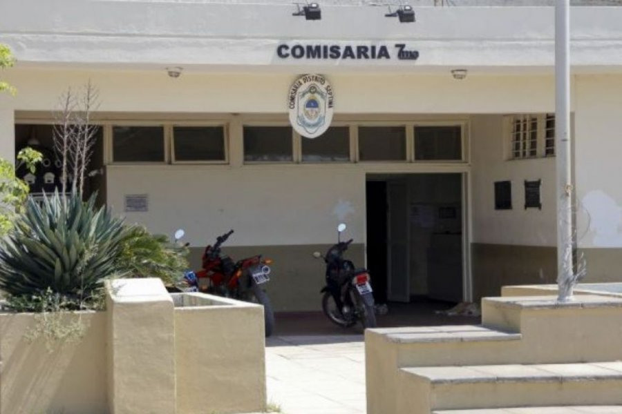 A metros de la comisaría, le robaron cosas de su esposa fallecida por Coronavirus