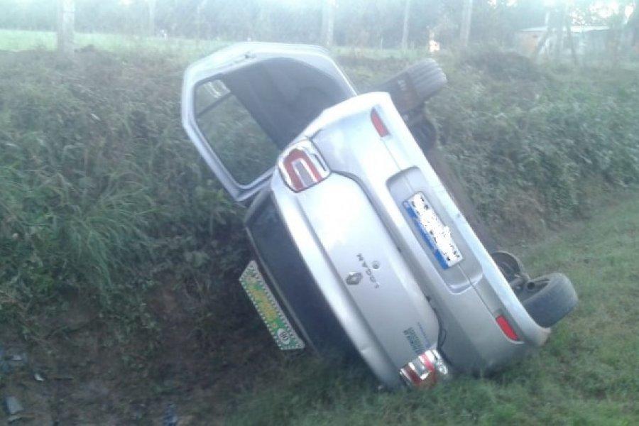 Remís conducido por una mujer volcó camino al Penal de San Cayetano