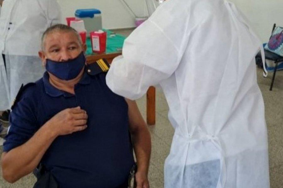 Este sábado comenzará la vacunación contra el Covid-19 a policías de 40 a 49 años