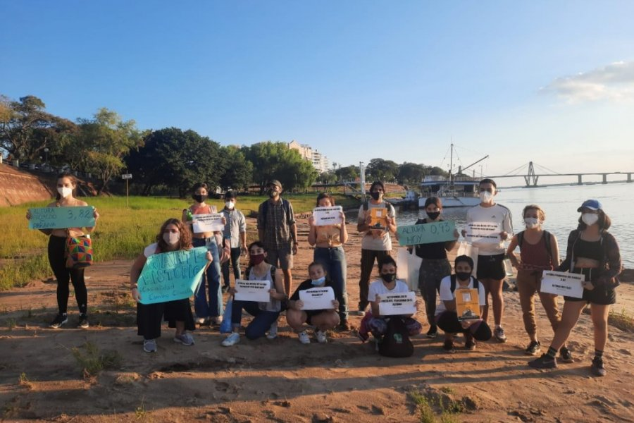 Ambientalistas limpiaron playas y debatieron sobre la bajante del río Paraná