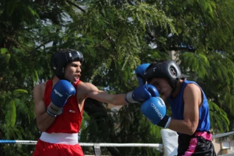 Volvió el boxeo a Corrientes con una atractiva jornada en el club Talleres