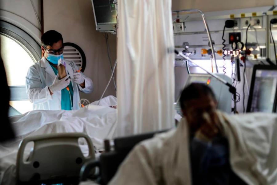 Por la lentitud de la campaña de vacunación, la Argentina es el cuarto país con mayor cantidad de nuevos contagios