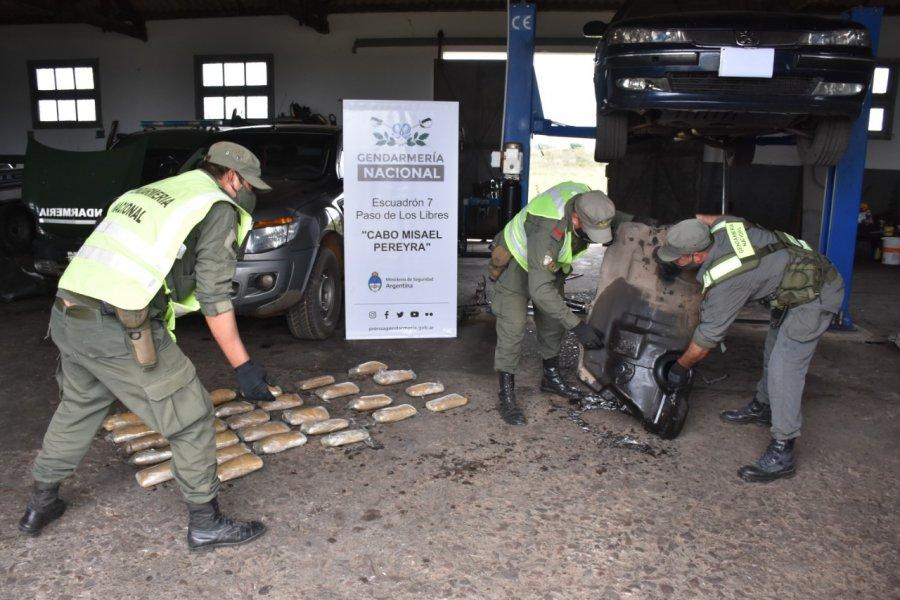 Tres detenidos con droga escondida en el tanque de combustible