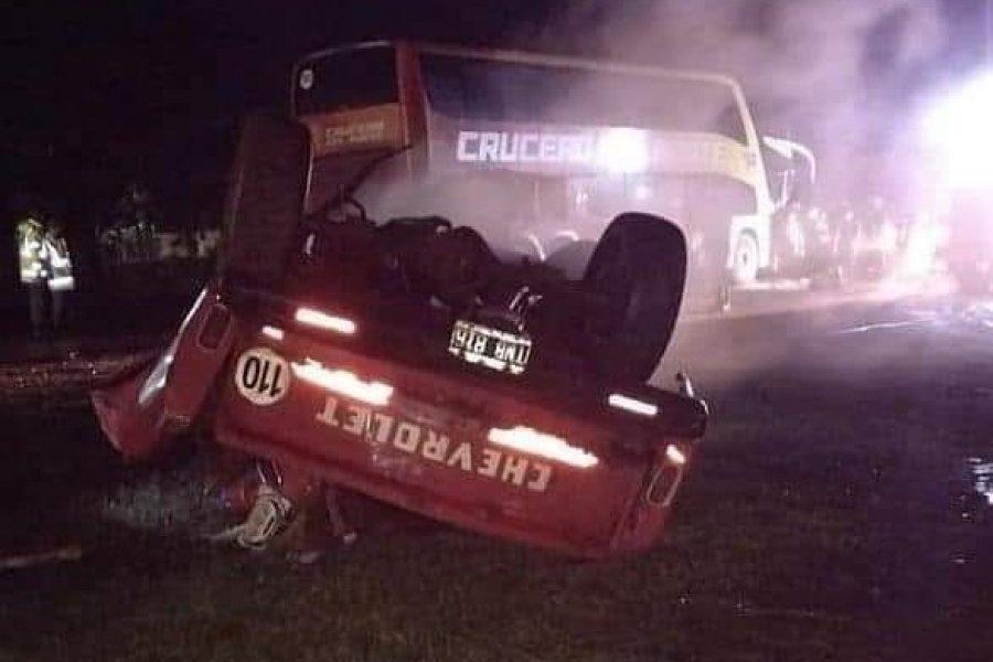Un muerto tras choque entre colectivo y camioneta en Gobernador Virasoro