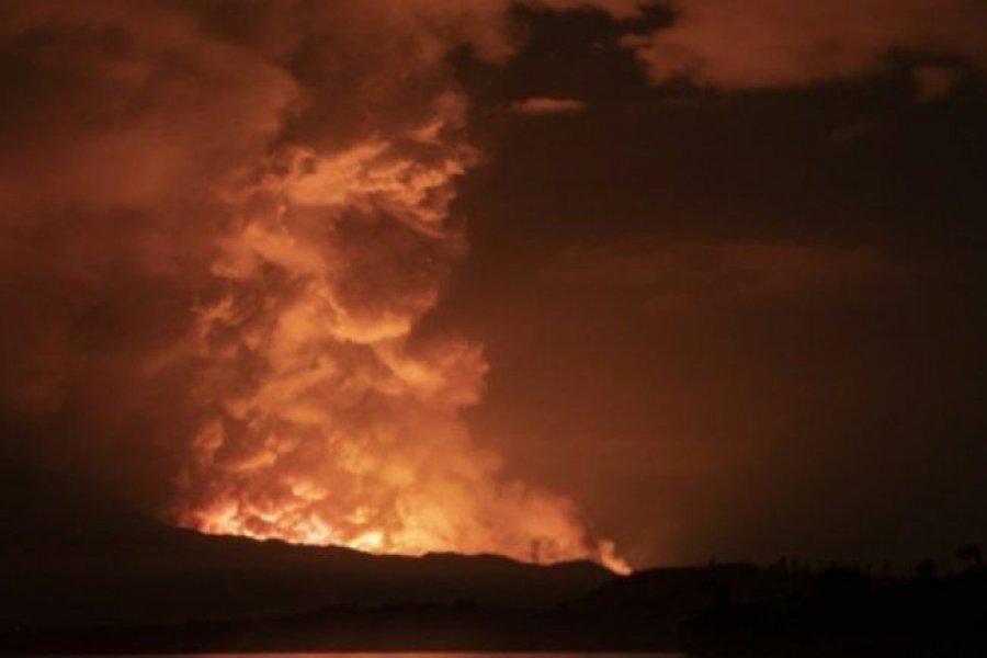 Ríos de lava de volcán en erupción obligan a evacuar pueblo en el Congo