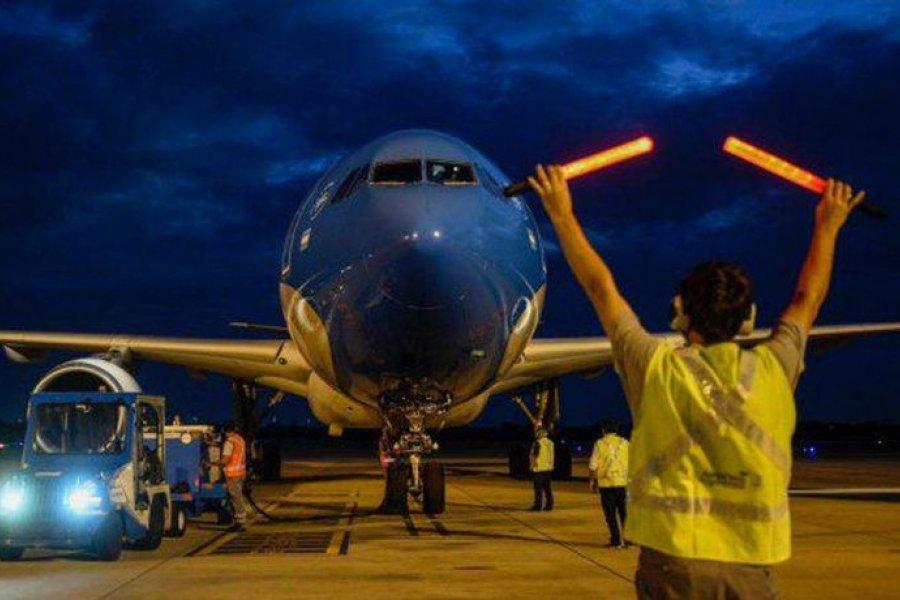 Parte el segundo vuelo de Aerolíneas que traerá más vacunas desde China