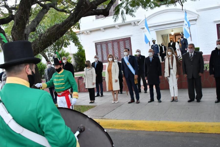 Gustavo Valdés encabezó el tradicional saludo oficial del 25 de Mayo