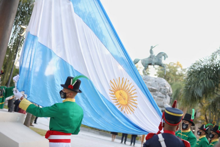 Plaza 25 de Mayo: Cazadores Correntinos izarán la bandera diariamente