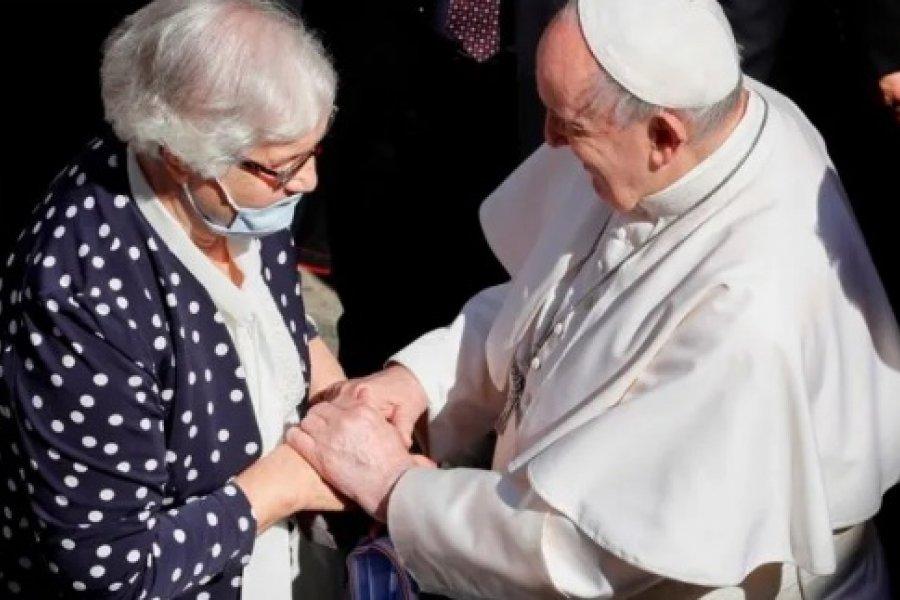 El gesto del Papa con una sobreviviente del Holocausto