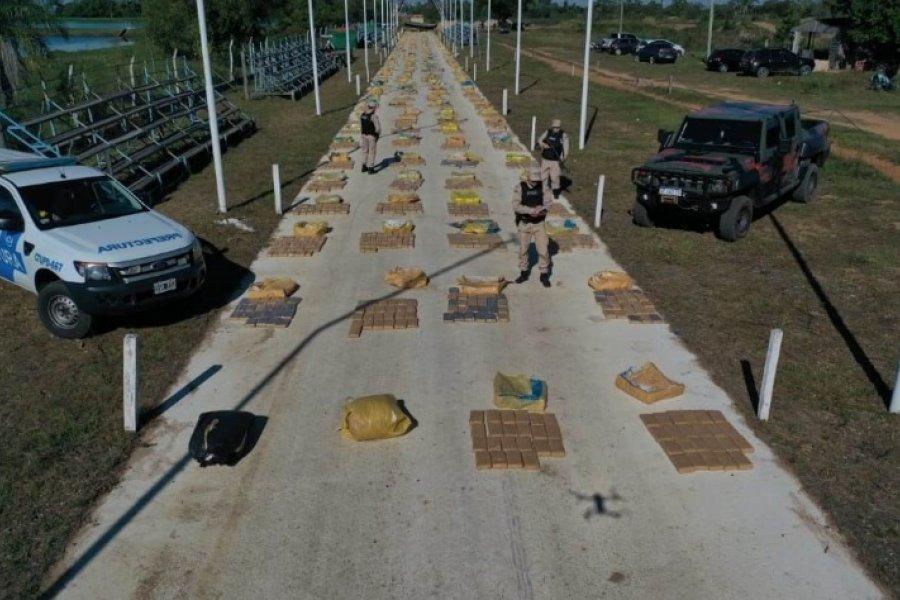 Ituzaingó: Prefectura halló toneladas de droga entre troncos