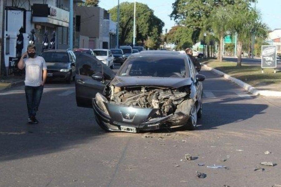 Dos heridos tras un fuerte choque en la avenida 3 de Abril